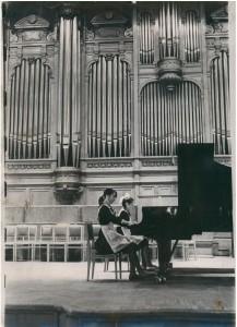 Аида в Большом зале консерватории (за 1-м роялем)