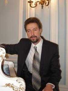 Михаил Григорьевич Школьник - музыкальный руководитель